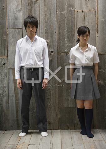 男子学生と女子高生
