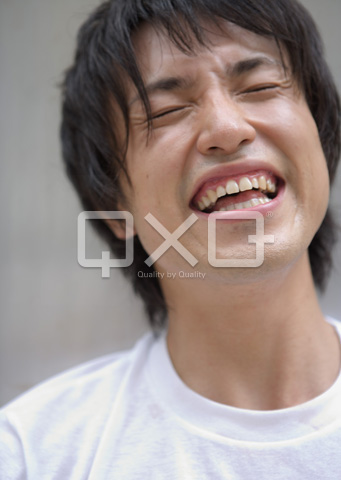 笑う男性 ▼この写真素材が収録されている素材集  笑う男性
