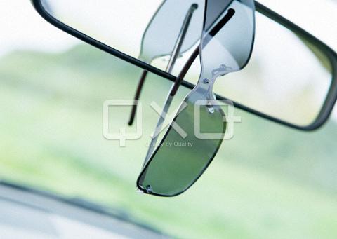 バックミラーとサングラス