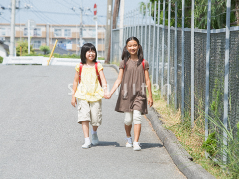 通学する小学生 ▼この写真素材が収録されている素材集  通学する小学生
