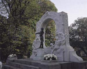 市立公園のヨハンシュトラウス像