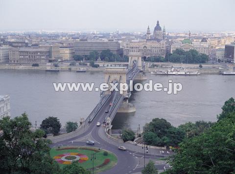 ドナウ川とくさり橋