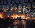 夜の金森倉庫とイカ釣りランプ