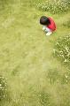 草原と子供