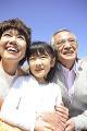 祖父母と孫娘のポートレート