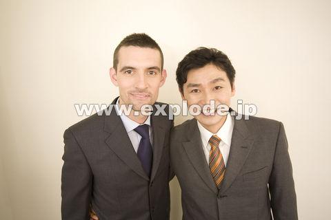 日本人ビジネスマンとアメリカ人ビジネスマン