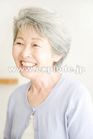 微笑むシニア女性
