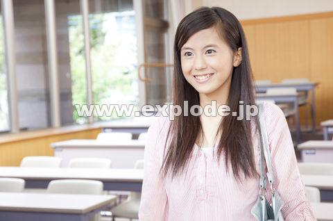 笑顔の女子大学生