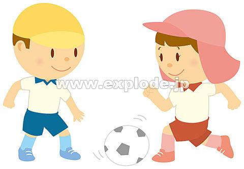 サッカーをする男の子と女の子 ...