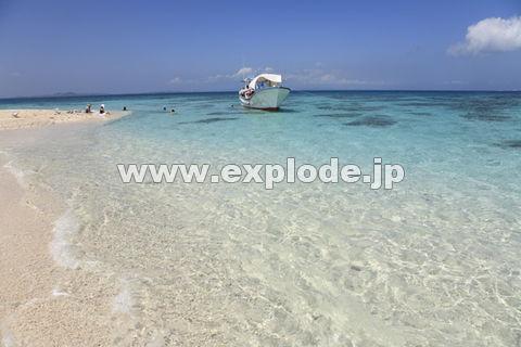 石垣島の砂浜と船