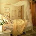 部屋 テーブル ベッド クッション 寝室