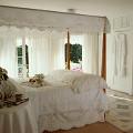 部屋 白 寝室 ベッド 窓 レース