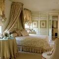 部屋 テーブル イス ベッド 窓 観葉植物 寝室 絵画 花