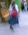 海外 ヨーロッパ 人物 女性(外国) 後姿 リュック カフェ イス 歩道 フラ