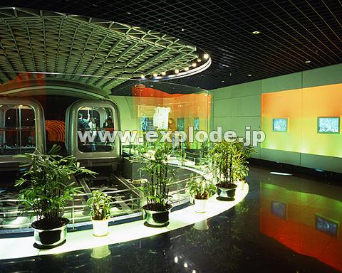 019: 上海 観光トンネル