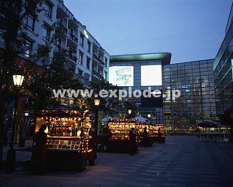 023: 上海 新天地