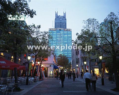 029: 上海 新天地 夕景