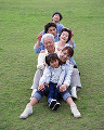 001: 3世代家族 祖父 祖母 父 母 男の子 女の子 公園