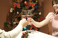 002:クリスマスに乾杯する夫婦