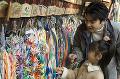 052:神社に初詣 絵馬と折り鶴 父と娘