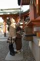 053:神社に初詣 鈴を鳴らす姉と弟