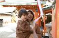054:神社に初詣 鈴を鳴らす母と息子