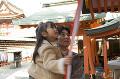 055:神社に初詣 鈴を鳴らす父と娘