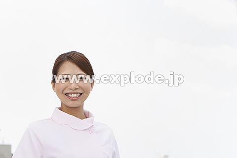 笑顔の歯科助手