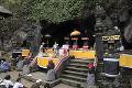 ゴア・ラワ寺院 洞窟前の祭壇