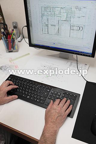 パソコンで製図する手 建築事務所