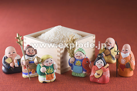 枡に入った米と七福神